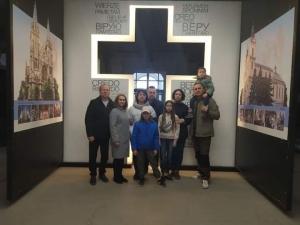 Зустріч родин із Жмеринки у тиврівському монастирі.